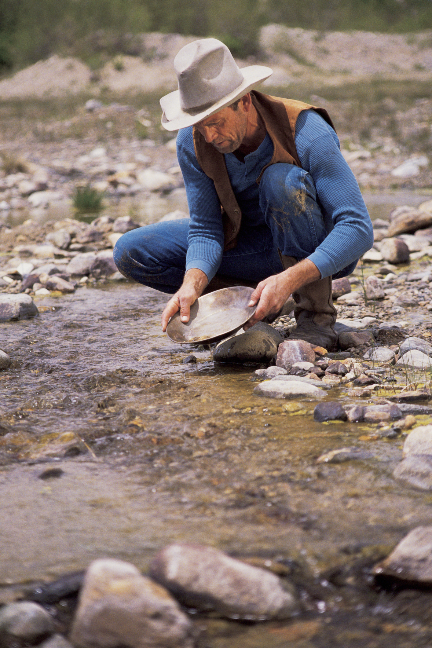 panning for gold in the gold rush - photo #14